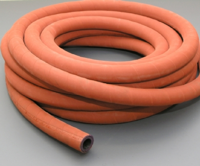 Click to enlarge - Top of the range steam hose. Wire braided for use with saturated and super heated steam. Used with bolt type finger lock clamps. This hose is very flexible and is resistant to abrasion and handles well in a tough environment.